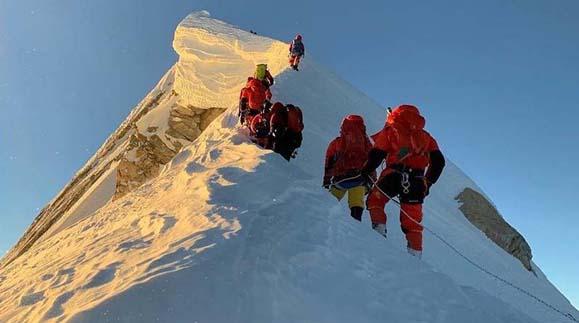 Bahrain prince climbs Mt Manaslu