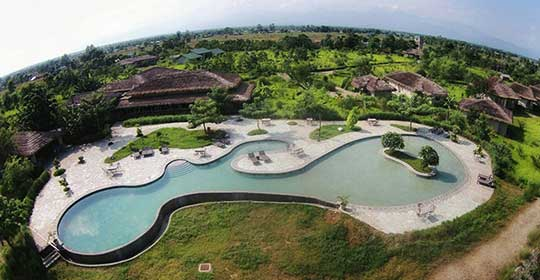 luxury safari lodge in Chitwan.