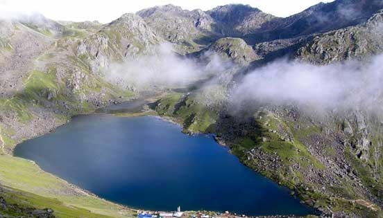 Short trek to Gosainkunda lake in Langtang national park.